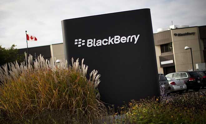 """Blackberry compañía de telefonía canadiense registró pérdidas de 89 millones de dólares frente a las de 148 millones de dólares del mismo periodo del año anterior. Blackberry compañía de telefonía canadiense registró pérdidas de 89 millones de dólares frente a las de 148 millones de dólares del mismo periodo del año anterior, según informó la compañía en un comunicado Expansión. Sin embargo, estos """"números rojos"""" contrastan con las ganancias obtenidas en su segundo trimestre fiscal, cuando alcanzó un beneficio neto de 51 millones de dólares (47 millones de euros). Blackerry finalizó el pasado 28 de noviembre, su tercer trimestre fiscal,"""